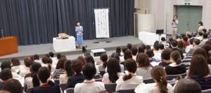 記念講演 講師: 女優 小山明子先生